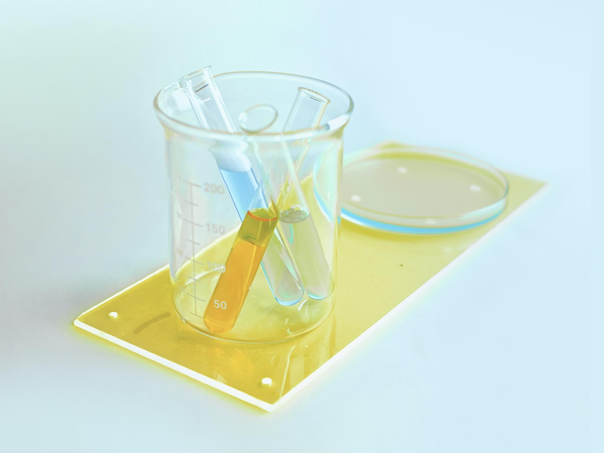 Comprendre les tests réglementaires en cosmétique